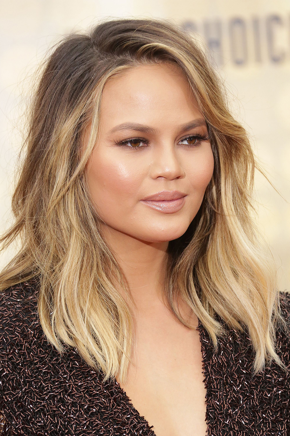 Chrissy Teigen works the balayage look to a tee.