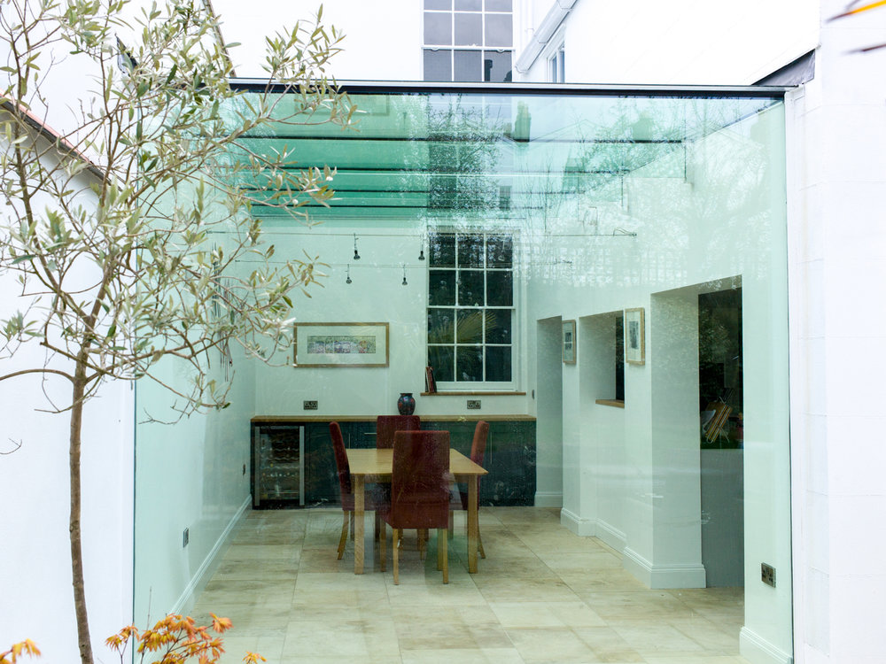 Raleigh Property / Frameless glass extension