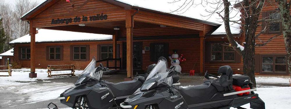 Auberge de La Vallee - Camion et remorque ou navette privée du Centre régional KC Irving506 549-4100