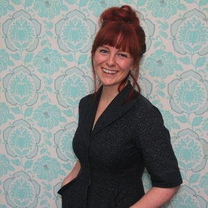 SANDRA APPERLOO Sandra Apperloo is a blogger, crafter & social media fanatic based in Utrecht, The Netherlands. She is the founder and curator of ArtisticMoods.com; a fun and passionate website that promotes starting and established artists from around the globe.