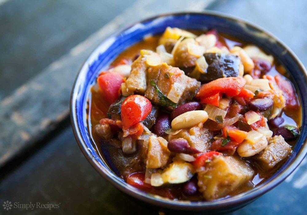 spicy-vegetarian-chili-horiz-b-1600.jpg