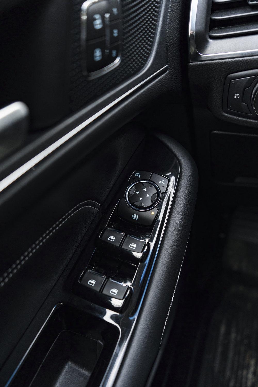 ford_edge_titanium_interior.1004.jpg
