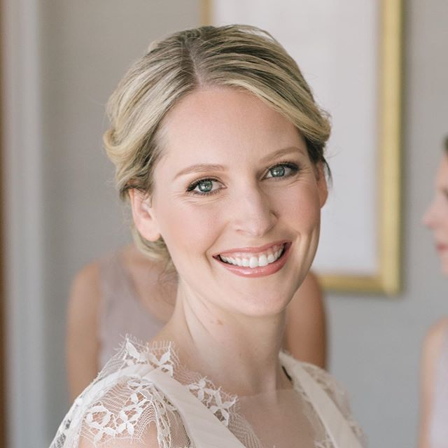 """There are so many ways to wear #bridalmakeup that break the stereotype of what """"bridal makeup"""" should include. ⠀⠀⠀⠀⠀⠀⠀⠀⠀ For this #bridalmakeup we didn't use any shimmer at all which was quite a refreshing departure from all the highlighted looks that are so popular at the moment. And would you believe that we used brown #eyeliner instead of black? Her eyes are so vibrant, she doesn't need it!! No dark #eyeshadows and no strip of lashes, I almost always use individuals! The result was a look that was peachy, creamy, and oh so dreamy!  Photography @annamarksweddings  Planner @bustleevents"""