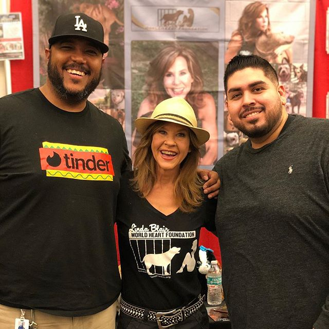 Was so awesome to meet Linda Blair this evening at Monsterpoolza! She's such a sweetheart. The Exorcist still scares the crap outta me!😖 #horror #movies #monsters #actor #actors #convention #scary #lindablair #theexorcist #losangeles #hollywood #fun #weekend #tgif