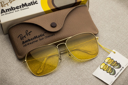 c29442d696 Ray Ban Caravan Ambermatic  58mm . Not produced anymore since 1999. Vintage Ray  Ban by Bausch   Lomb. Find out