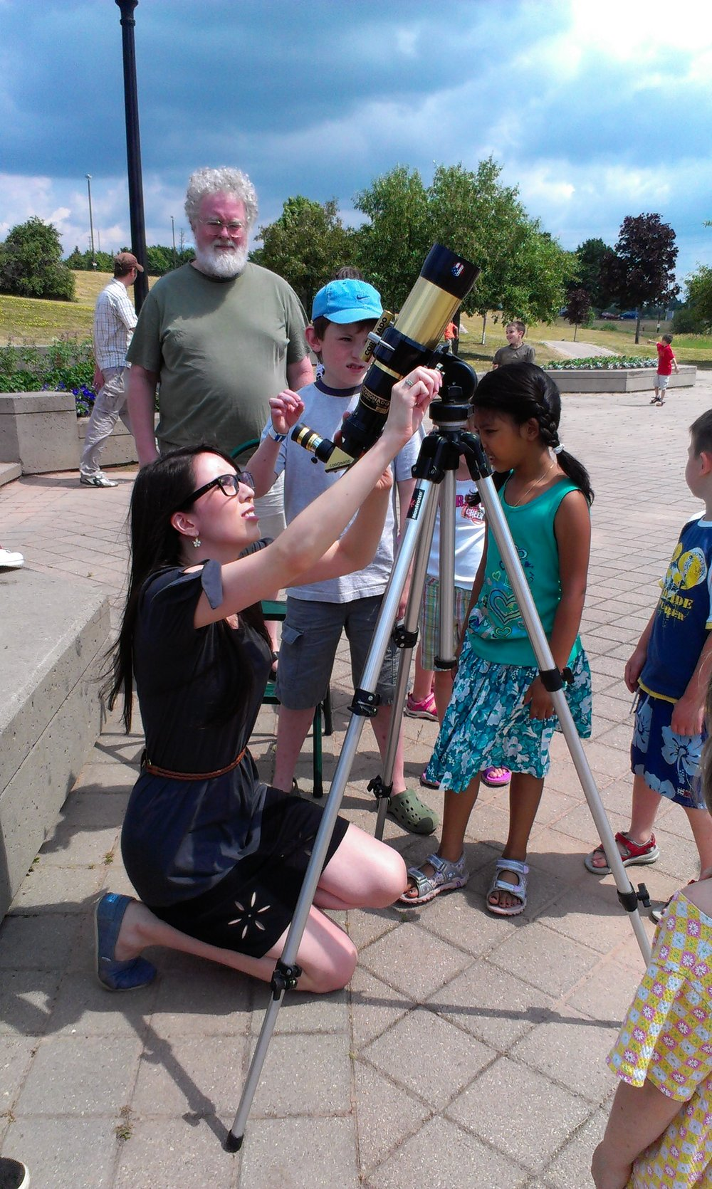 Solar observing with day campers during an astronomy day at the Kingston Frontenac Public Library.