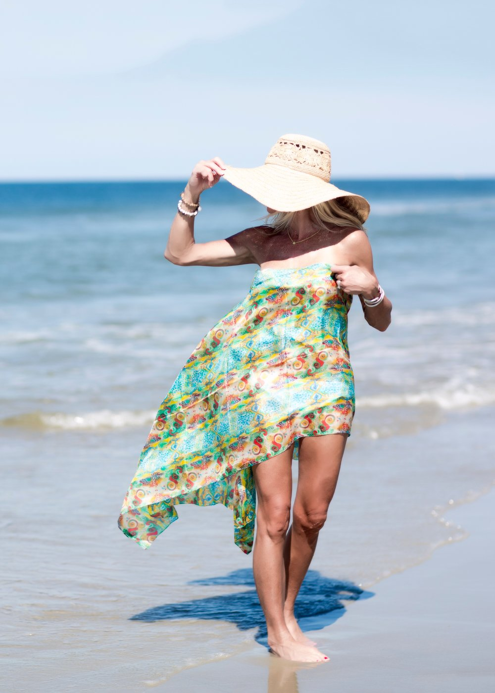 Héliquadrisme scarf used as a sarong on the beach