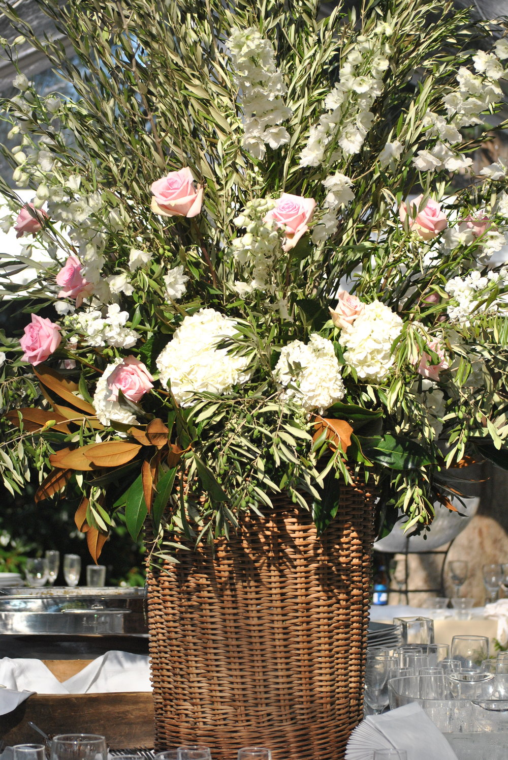 Spectacular Flower Arrangement for wedding buffet centerpiece