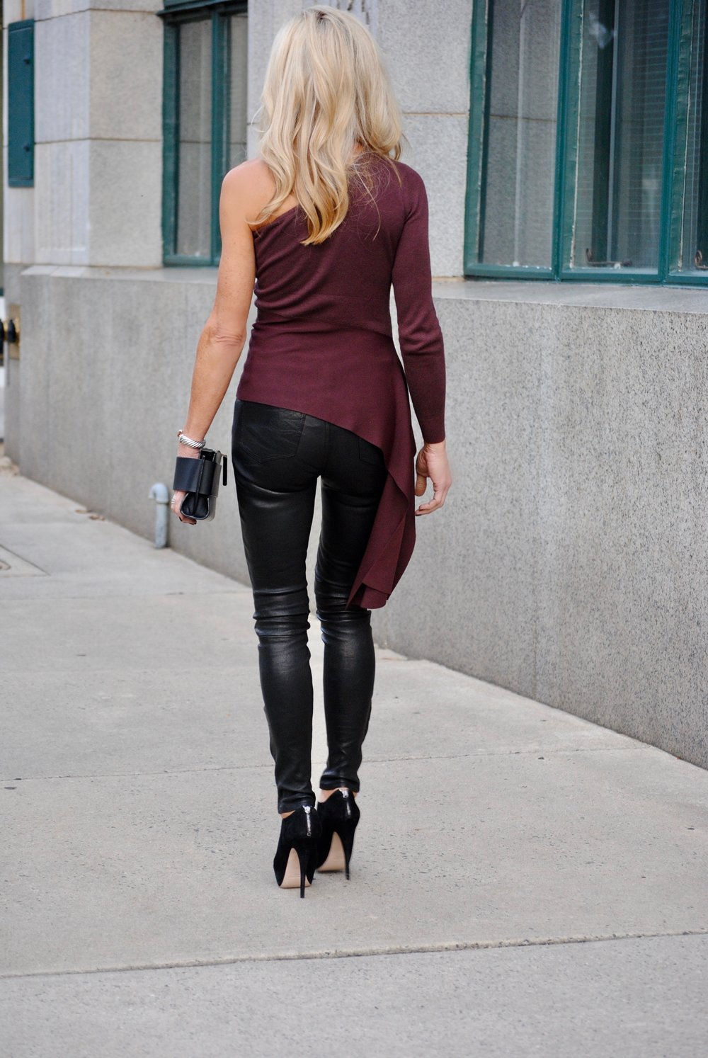 fall outfit idea with leather pants