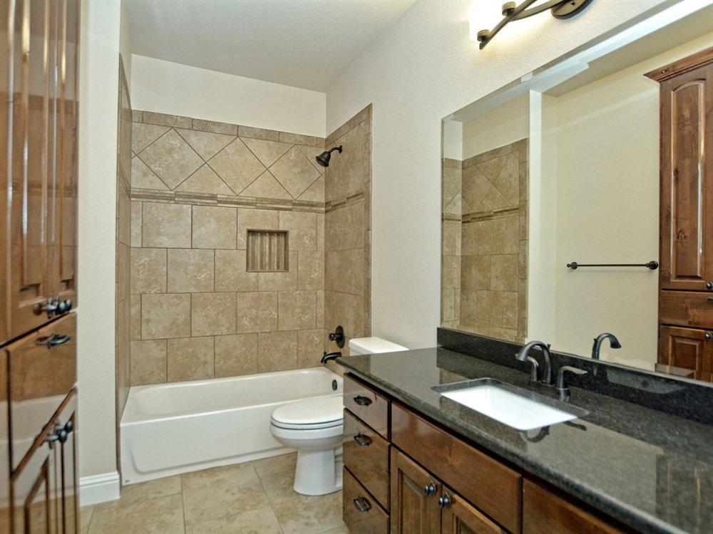033_2nd Bathroom.jpg