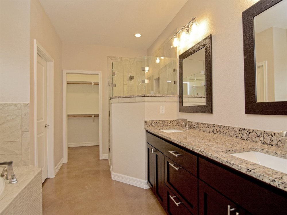 019_Master Bathroom.jpg