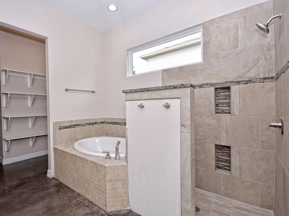 017_Master Bathroom3.jpg