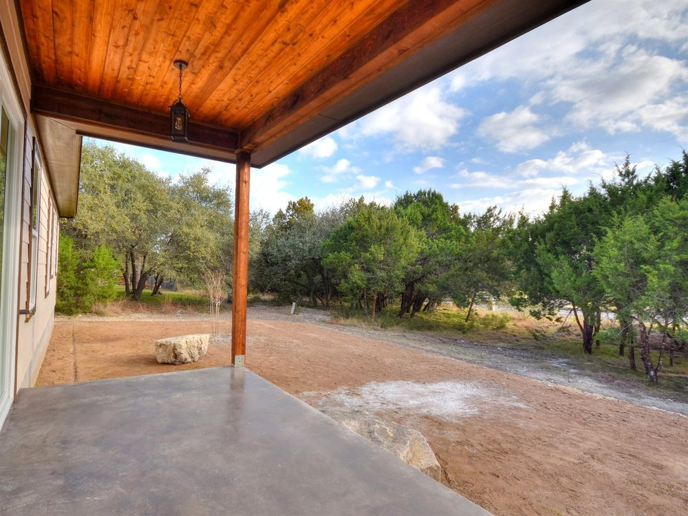 023_Covered Patio.jpg