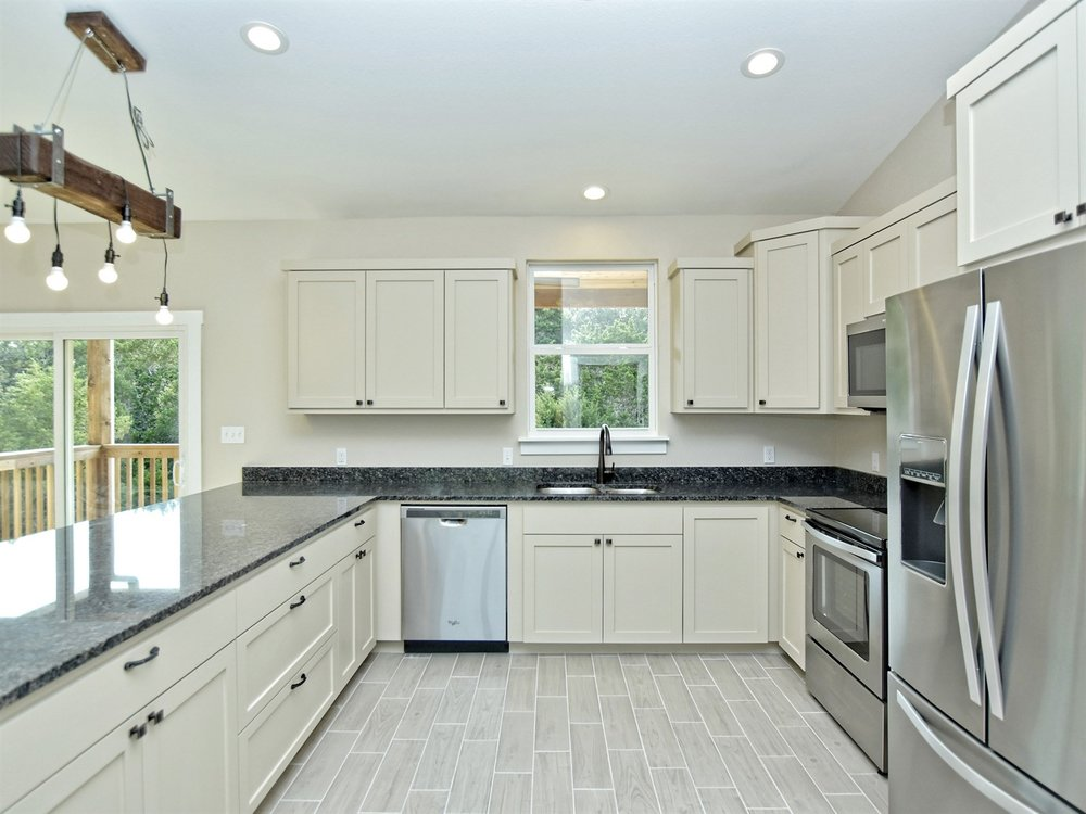 011_Kitchen 2.jpg