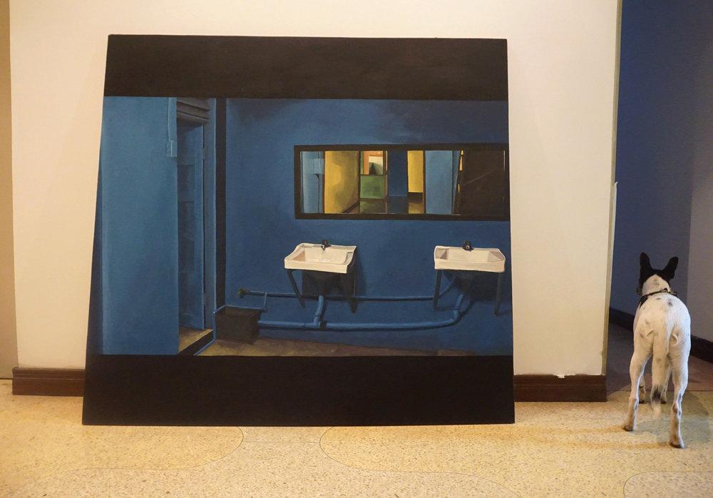"""""""cuarto con lavamanos y espejo"""", césar ulate"""