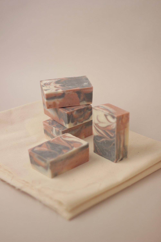 jabón corporal de rosa | foto cortesía de loess
