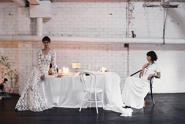 Effortless styling, a monochrome palette and inspiring love 👌🏼👌🏼👌🏼 This shoot by @jessicajosieweddings x @popupplanningco x @harriettegordon is on Ritual Bride and we're obsessed!