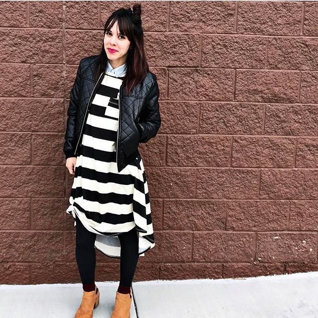 Uh who else is crushing over this ⚫️⚪️ combo?!?! We need to all rush and nab ourselves a #lularoecarly like asap. Thanks for the inspiration (and ding on our credit cards 😂) @lularoemekenziterry