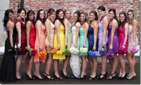LEADa伴娘礼服和尘土飞扬的米勒婚礼花束