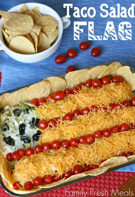 家庭新鲜餐的墨西哥玉米卷沙拉旗