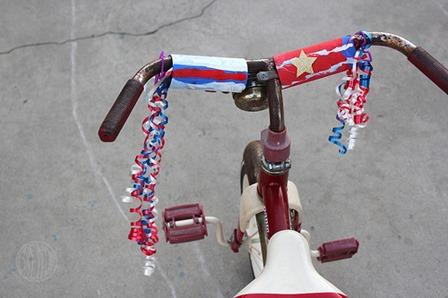 爱国7月4日从Alpha妈妈的自行车彩带