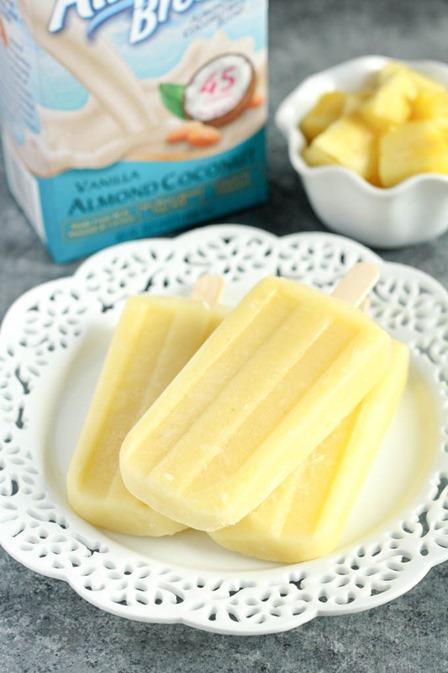 经常从活烤中取出椰子菠萝冰块