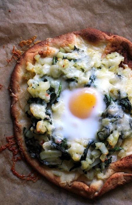 早餐披萨从与他人一起吃得很好