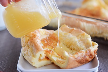 Mels Kitchen Cafe的德国煎饼配黄油糖浆