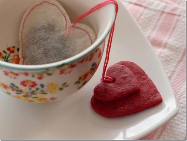 由Merriment Design将手工缝制的茶袋绑在美味饼干上