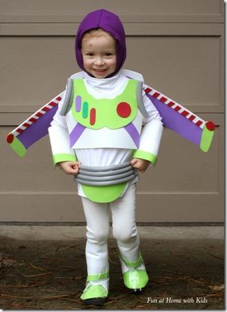 DIY Buzz Lightyear万圣节服装,与孩子一起在家里玩