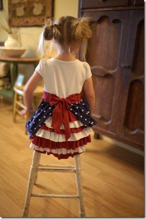 Heart Break Kids的红色白色和蓝色热闹连衣裙