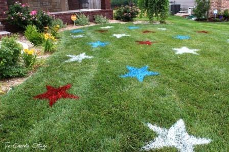 从混凝土小屋彩绘的草坪星星