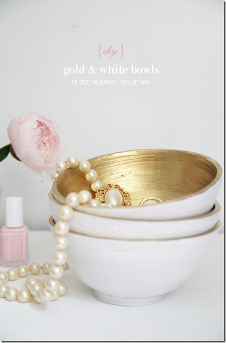 Le Zoe Musings的金色和白色碗