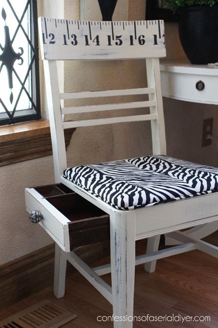串行DIYer自白的带最高机密抽屉的缝制椅子