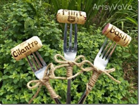 来自Artsy VaVa的叉子和软木植物标记