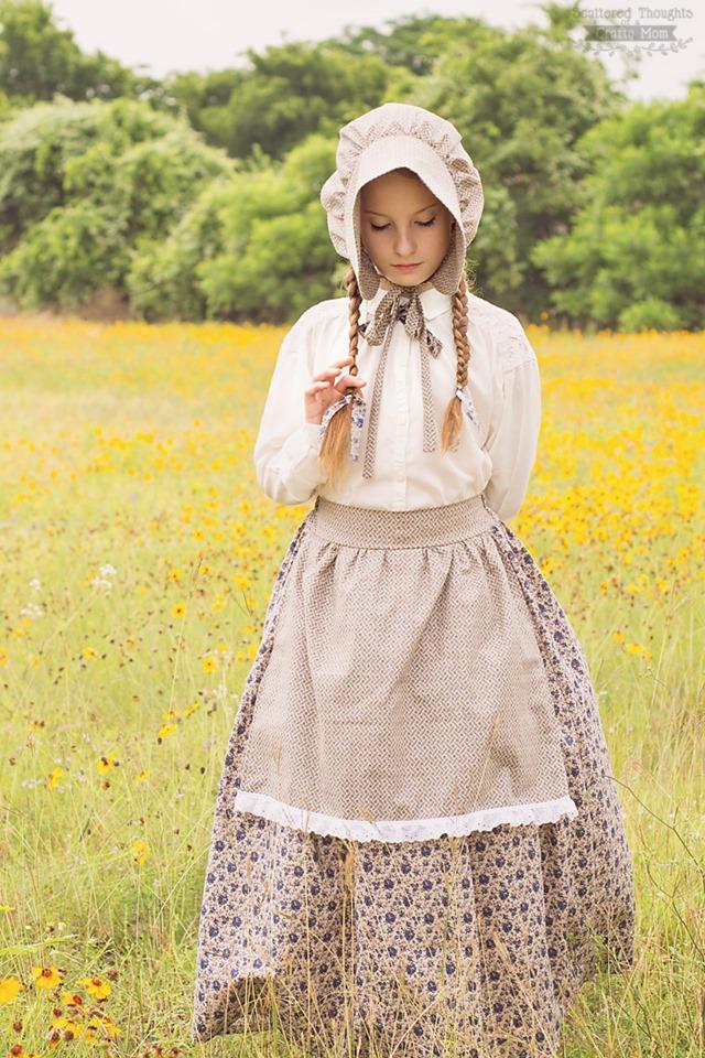 从一个狡猾的妈妈的分散思想中的草原服装上的小房子