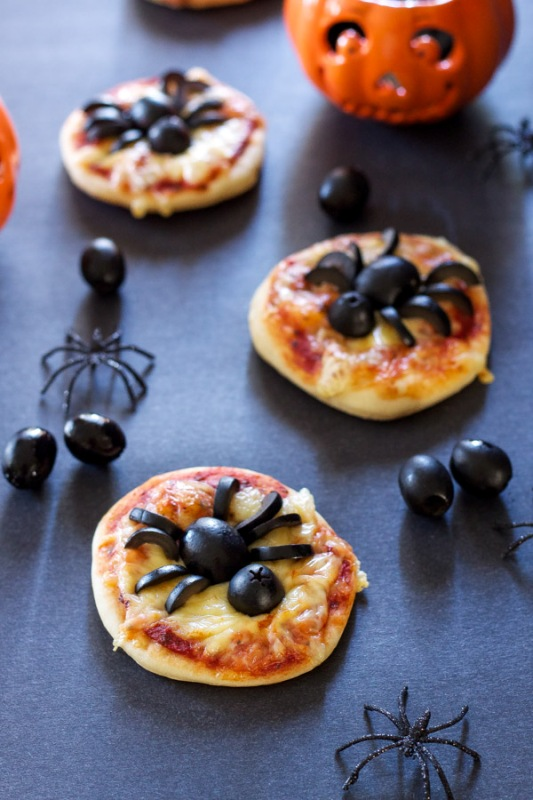 Mini Spider Pizzas from Recipe Runner