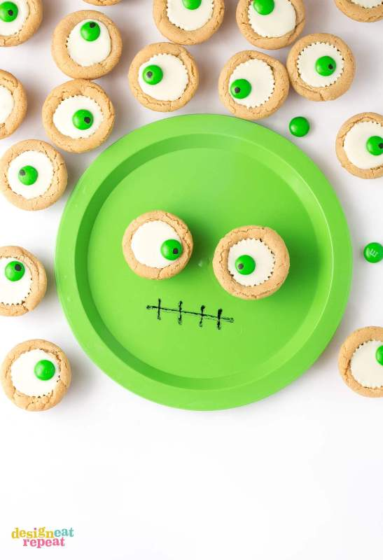 Easy Peanut Butter Cup Eyeball Cookies from Design Eat Repeat