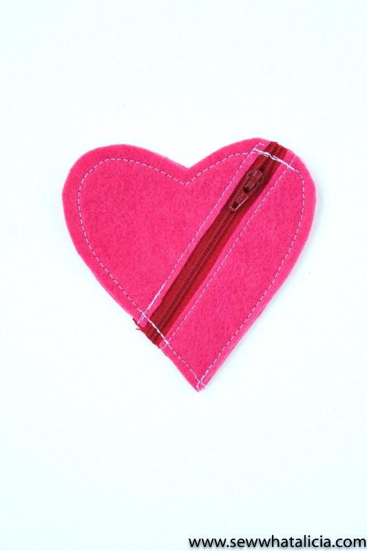 Felt Heart Zipper Earbud Holder from Polkadot Chair