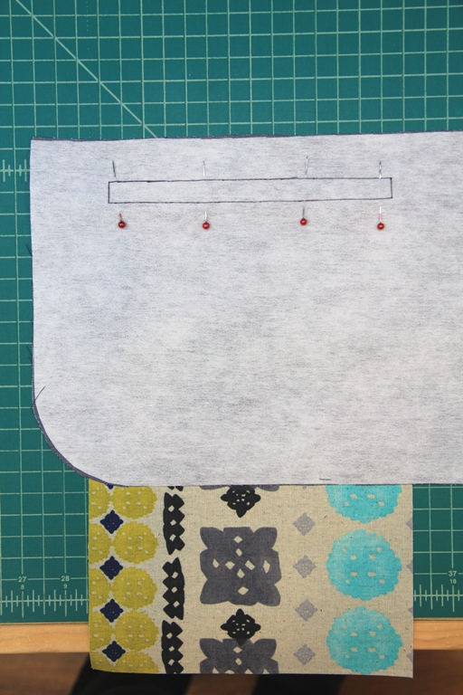 Pinning pocket for zipper