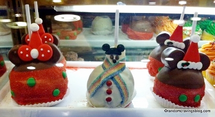 Disneyland Christmas Caramel Apples on The Disney Food Blog