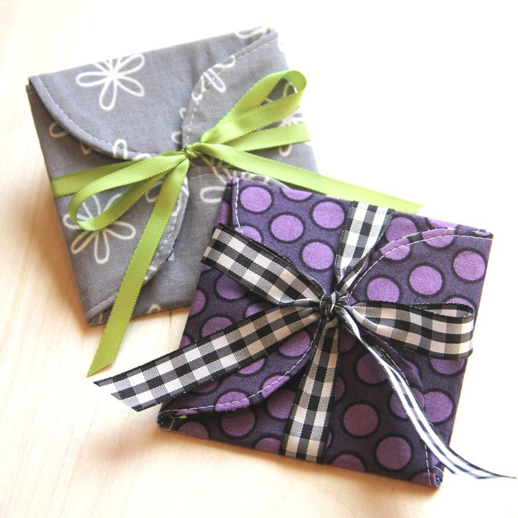 Sewing tutorial: Curvy fabric gift card envelopes