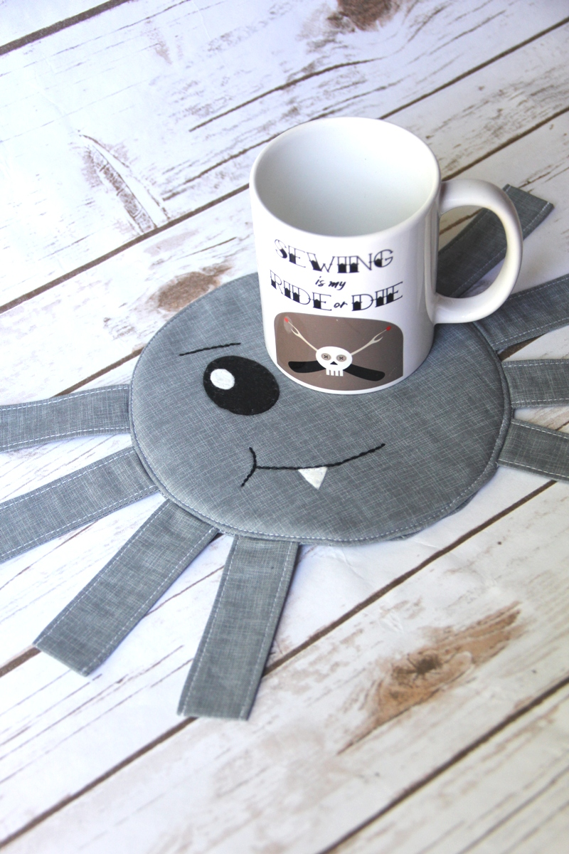 Spider Mug Mat on Crafty Staci