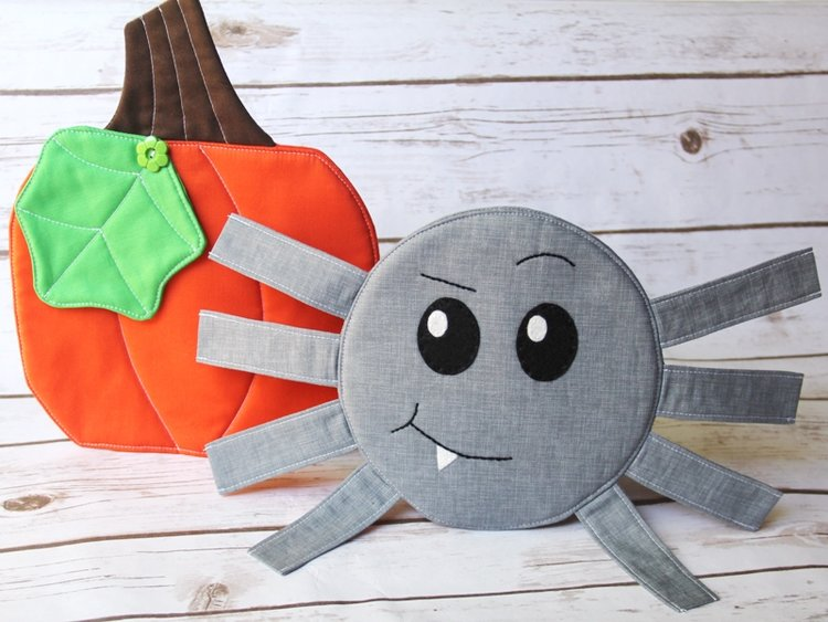 Sewing tutorial: Spider mug mat for Halloween