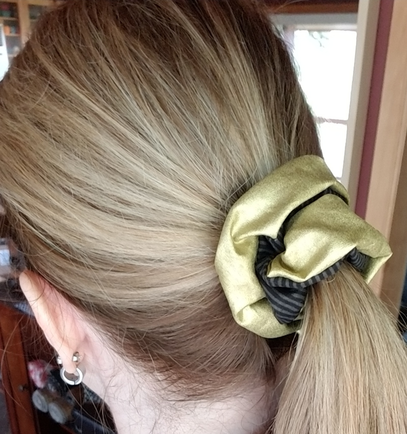 Black and Gold Scrunchie from craftystaci.com