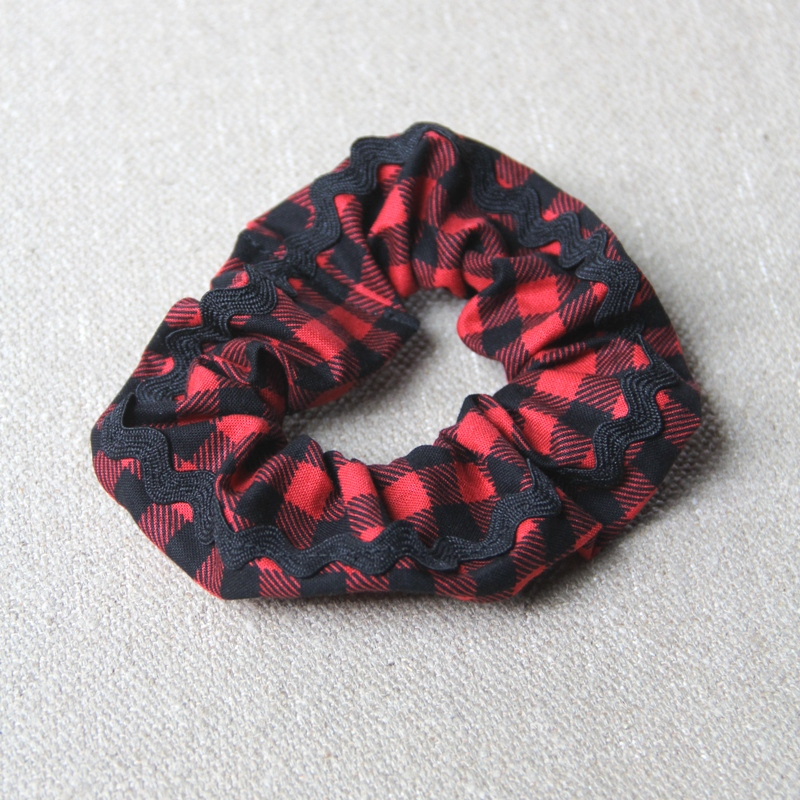 Buffalo Check Scrunchie with Ric Rac Trim from craftystaci.com