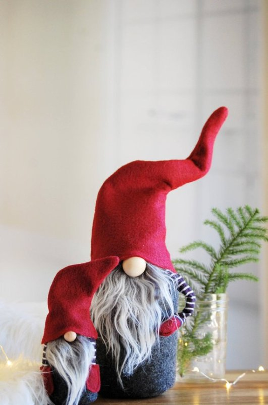 Scandinavian Christmas Gnome Pattern from PatternsByNORDIKatja