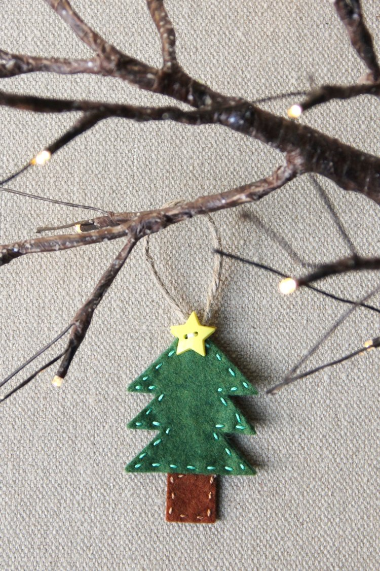 Sewing tutorial: Little felt Christmas tree