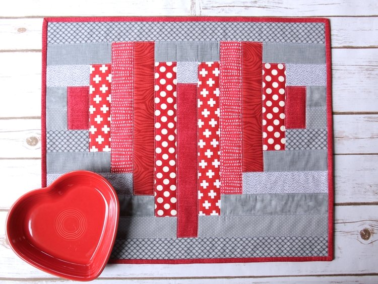 Sewing tutorial: Striped heart mini quilt or table topper