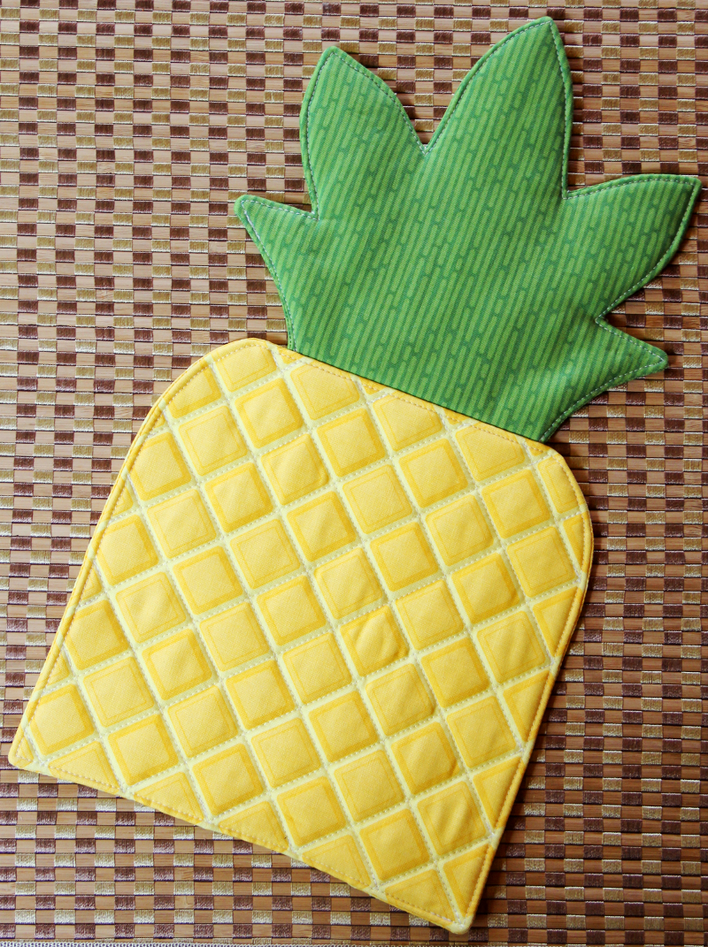 Pineapple Hot Pad from craftystaci.com